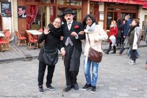 Charlie Chaplin dans les rues de Montmartre