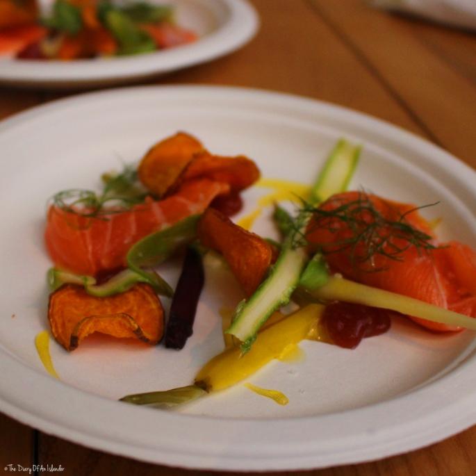 Suprême de saumon, gelée d'Omija et légumes acidulés